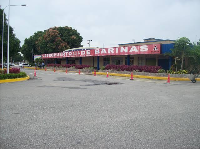 باریناس