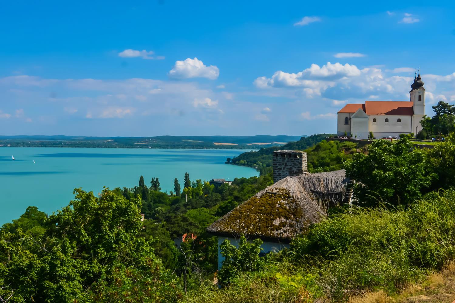دریای مجارستان همان بالاتون است