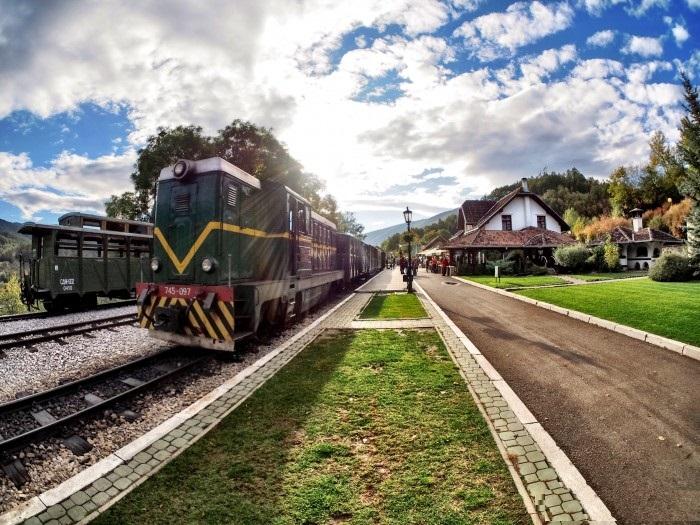 ایستگاه قطار سارگان ایت صربستان