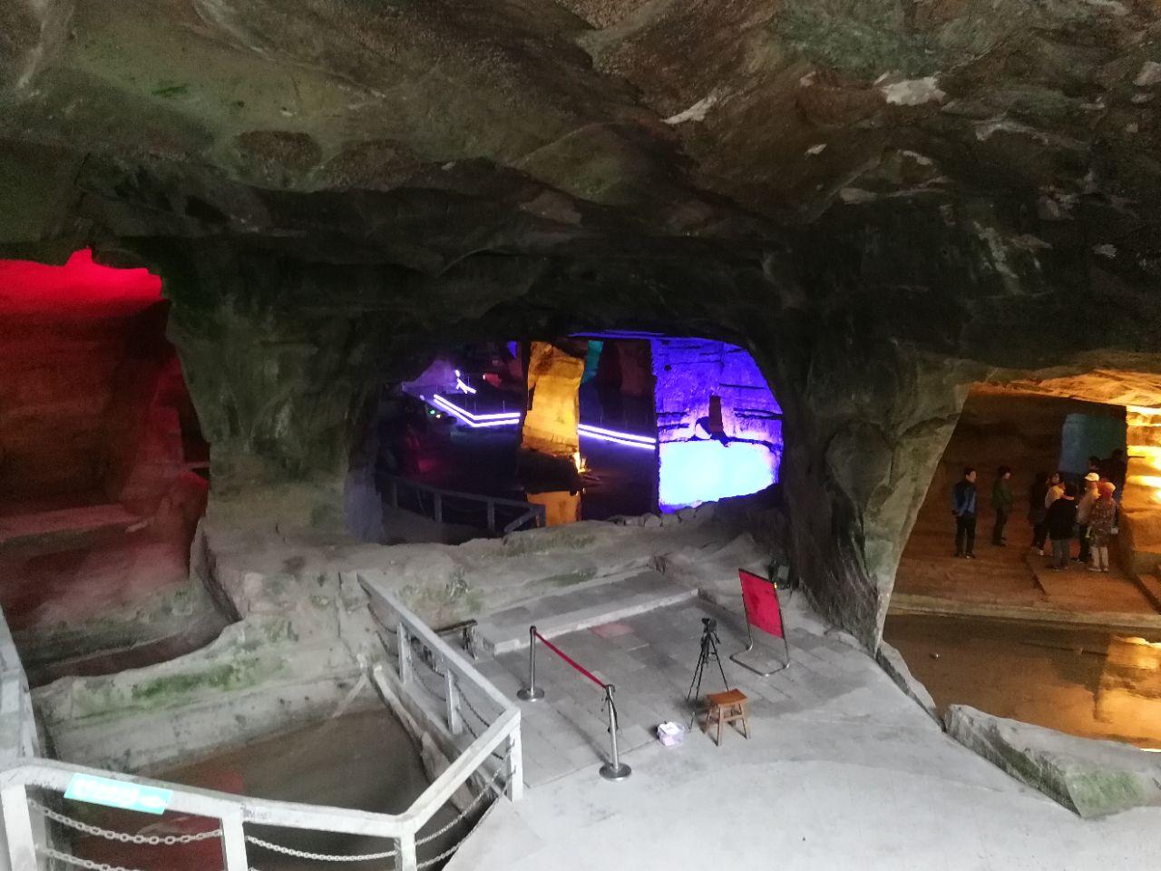 غار اسرارآمیز لانگ یو؛ چین