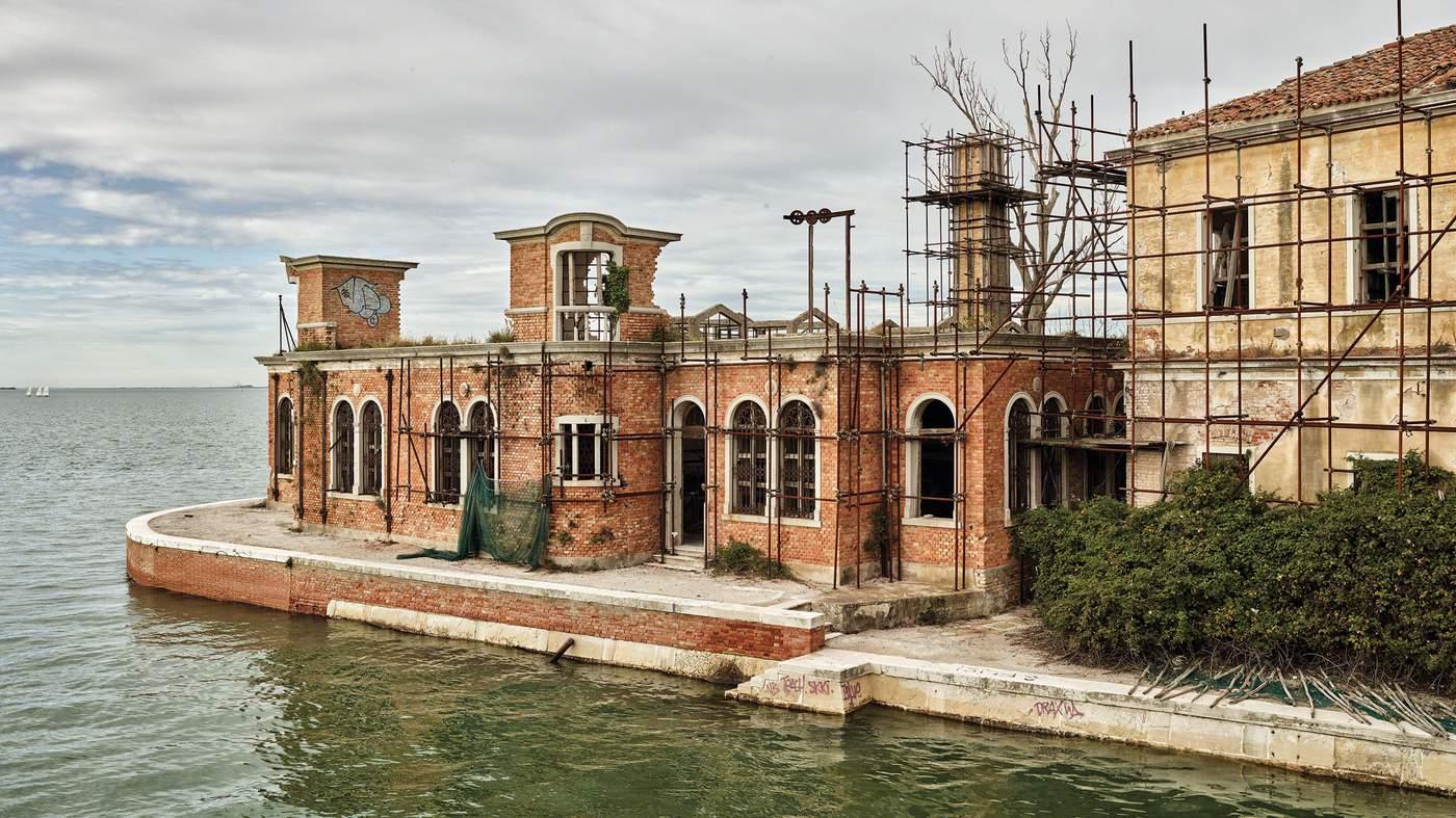 جزیره پاوگلیا ، جزیره نفرین شده ایتالیا