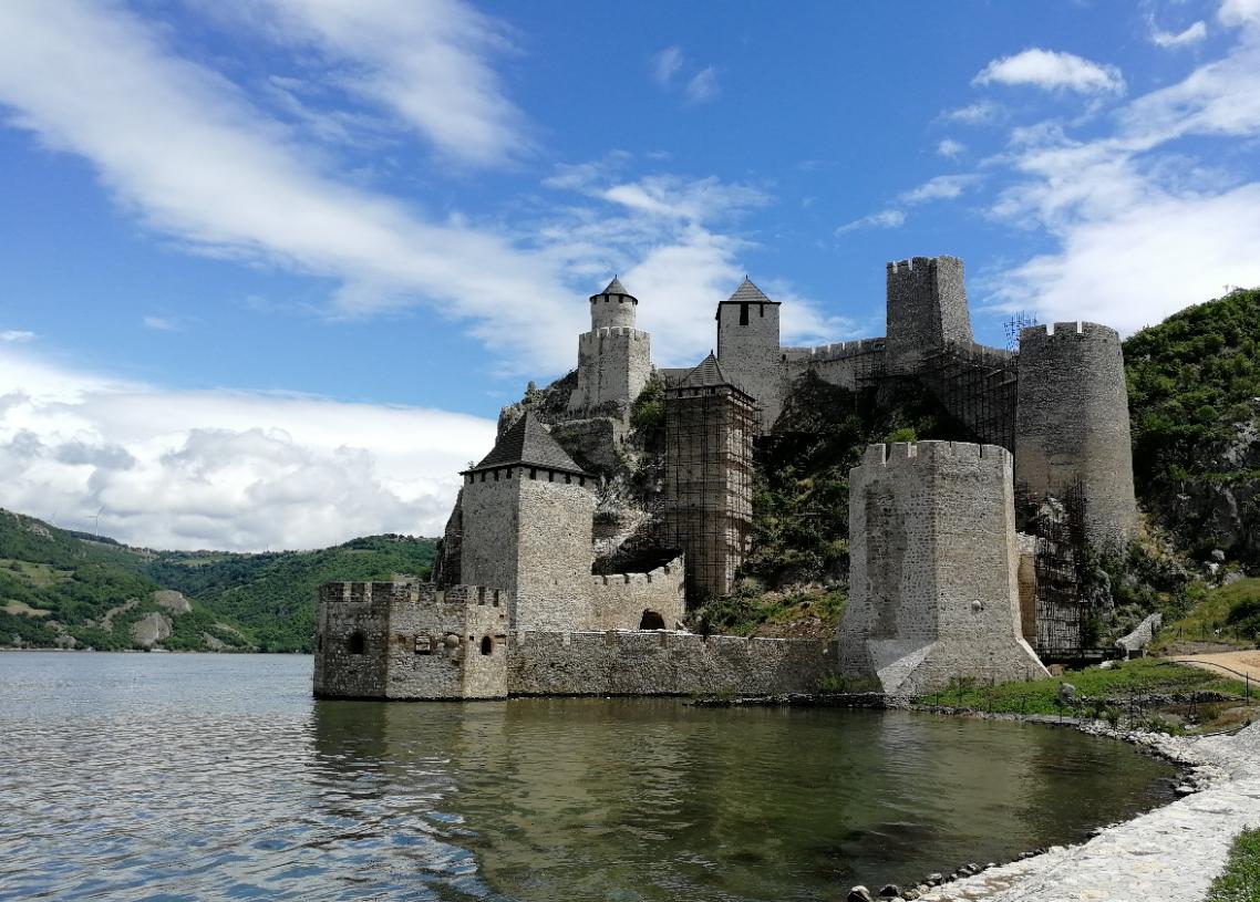قلعه گلوباک صربستان