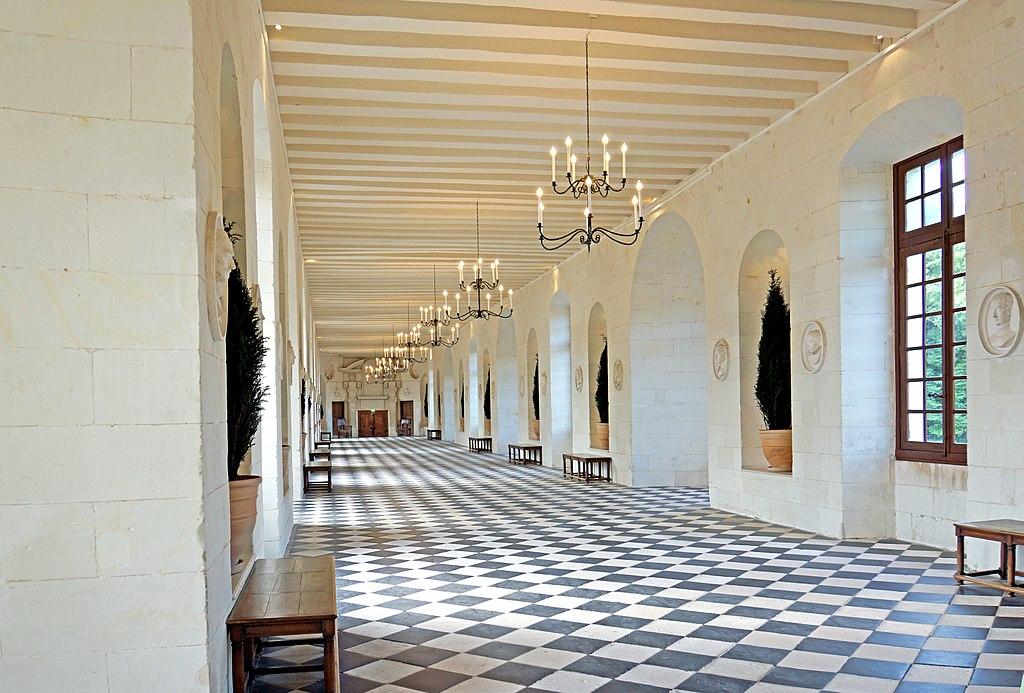 فضای داخلی قلعه