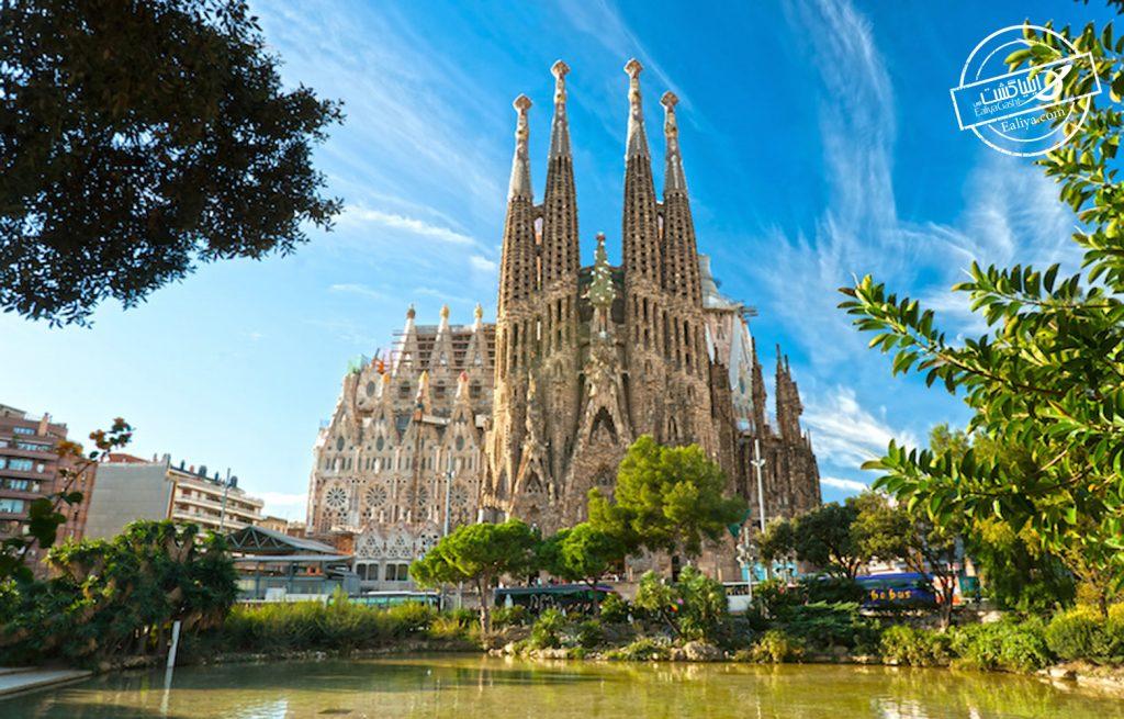 کلیسای ساگرادا فامیلیا  در بارسلونا