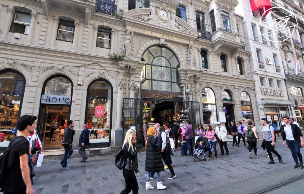 خرید در خیابان استقلال