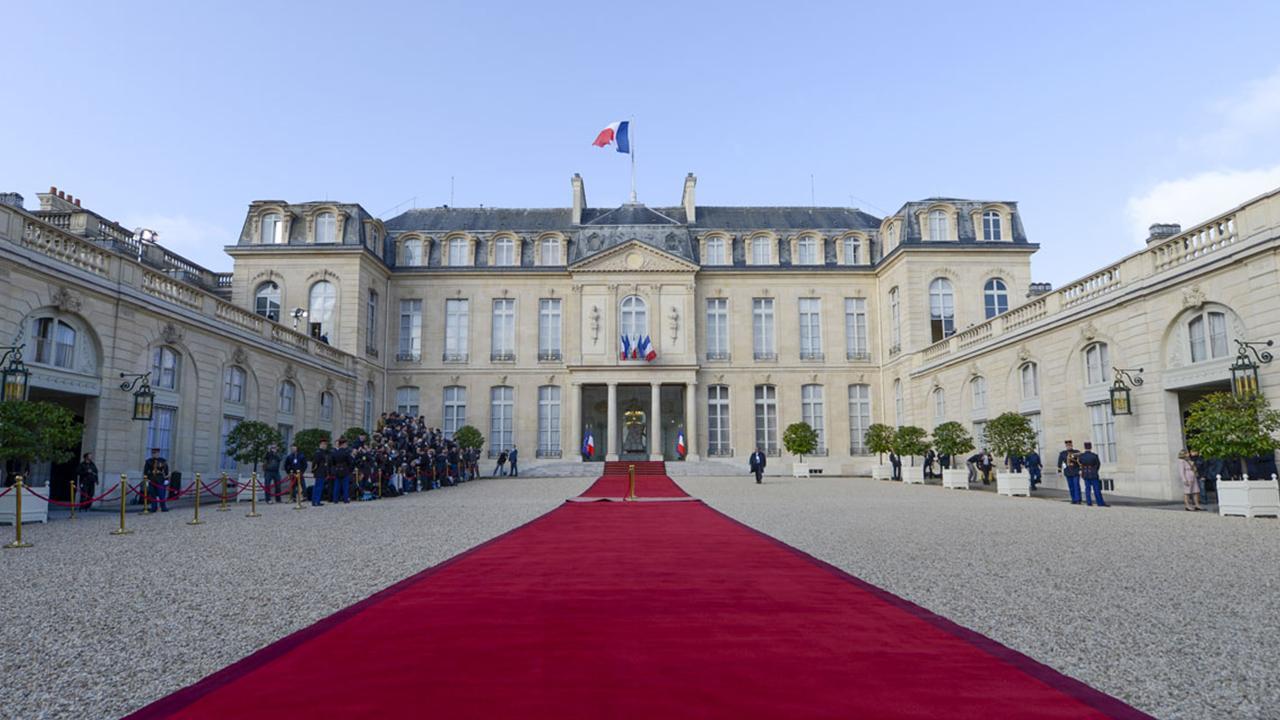 حیاط کاخ الیزه فرانسه