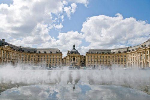 میدان بورس و آینه آب بوردو
